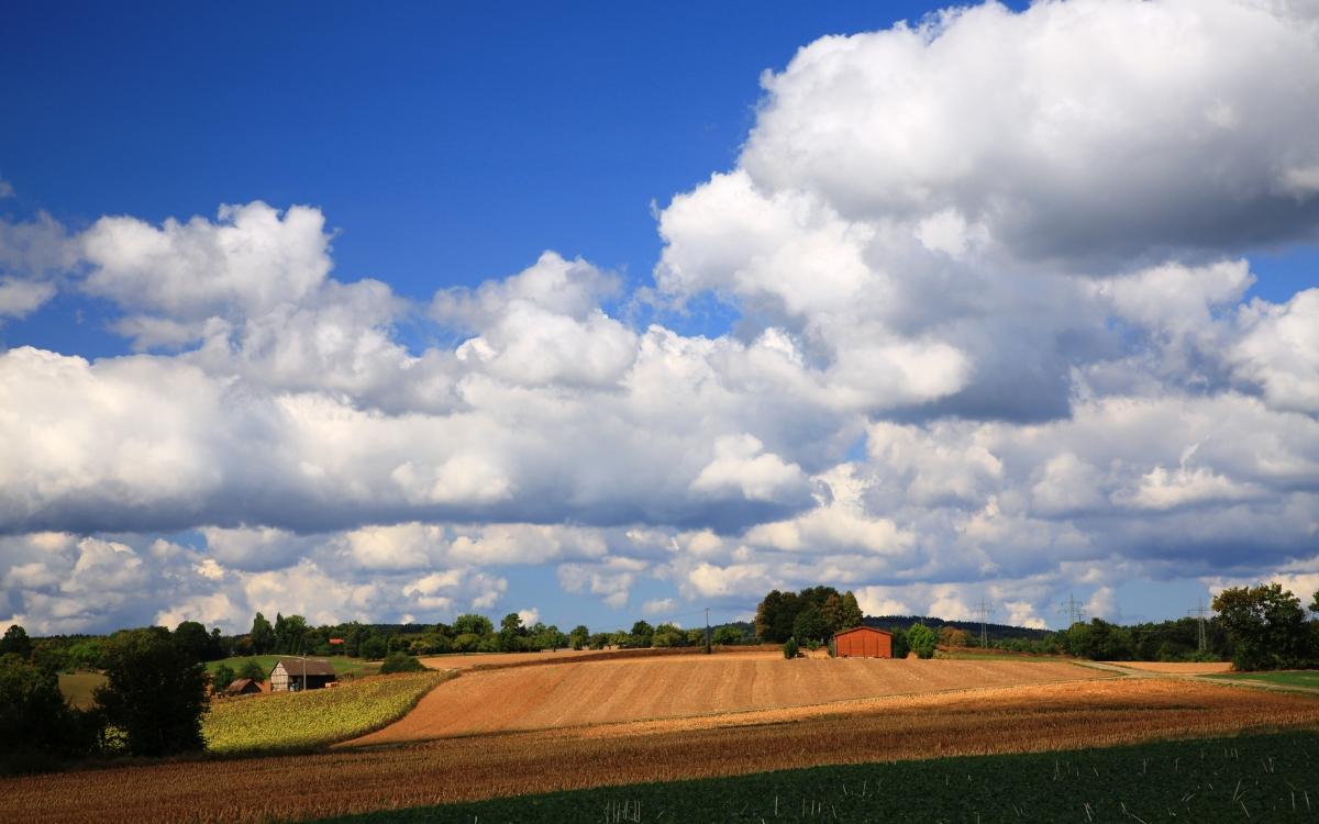 Weiter Blick über die Felder